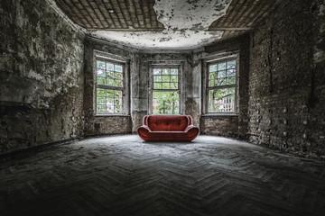 Altes Sofa  an einem Lost Place Wall mural