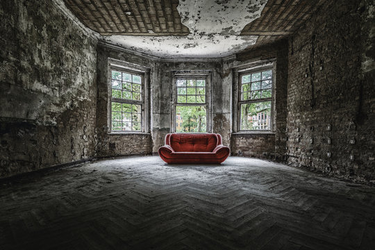 Altes Sofa  an einem Lost Place