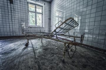 Krankenbett  an einem Lost Place