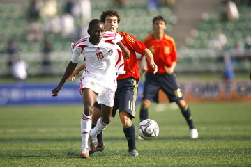 Malawi's Kelvin Hanganda in action with Spain's Adria Carmona