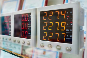 Industrial voltmeters