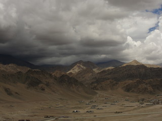 Тучи над горами. Гималаи