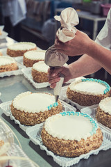 Manual cakes production