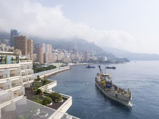 Küste von Monaco mit Schiff