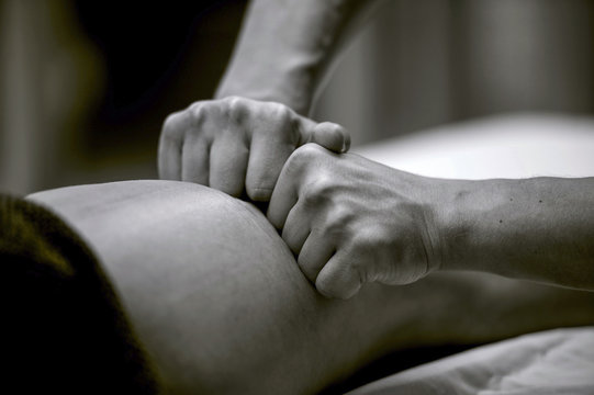 manual lymphatic drainage massage for a patient with swelling effect