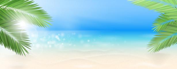 Strand mit Palmen und Meer mit Sonne Hintergrund