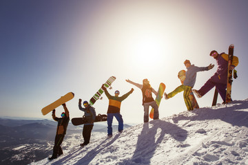 Foto auf Acrylglas Wintersport Group of people snowboarders and skiers on mountain sunset. Winter Sport outdoor