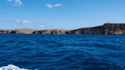 Küstentour mit Grotten und/ Höhle vor der Insel Comino / Malta vom Wasser