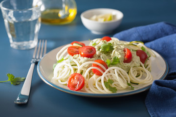spiralized courgette salad with avocado dressing, healthy vegan meal