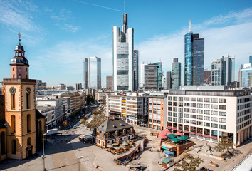 Fototapete - View on the Hauptwache square with old church and skyscrapers in Frankfurt city