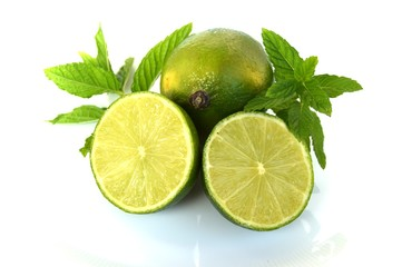 frutti di lime e foglie di menta
