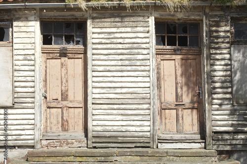 Alte Holztüren verrottete alte holztüren stockfotos und lizenzfreie bilder auf