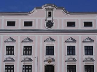 Baustil - historische Hausfassade im neuen Glanz