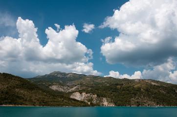 Berge mit See in Frankreich