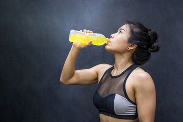 Young Asian athlete woman drinking sport drink