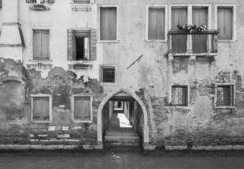 Fototapete - Old residential building in Venice, Italy