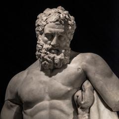 Photo sur Plexiglas Commemoratif Statue of powerful Hercules, closeup, isolated at black background