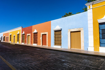 Fototapete - Colorful Row of Colonial Buildings