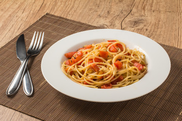 Spaghetti with diced tomatoes