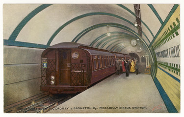 Piccadilly Circus Tube. Date: 1906