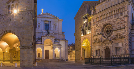 Fotobehang Monument Bergamo - Colleoni chapel, Duomo and cathedral Santa Maria Maggiore in upper town at dusk.