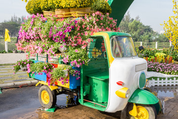 Tuk tuk brings flowers