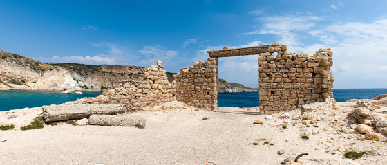 Foto auf Gartenposter Ruinen Panoramic view of the ruins of an ancient building in the picturesque village of Firopotamos on Milos Island. Cyclades, Greece.