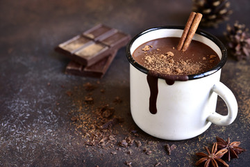 Autocollant pour porte Chocolat Homemade spicy hot chocolate with cinnamon in enamel mug.