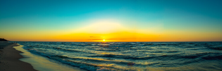 Fototapeta Zachód słońca nad polskim morzem. obraz