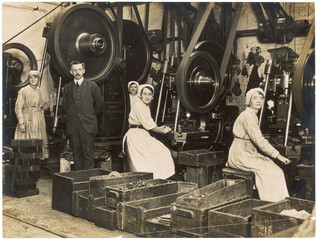 WW1 - Female war workers -  Manchester munitions factory. Date: 1918