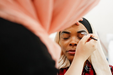 Muslim woman receives Halal eyebrow treatment at Le'Jemalik Salon in New York