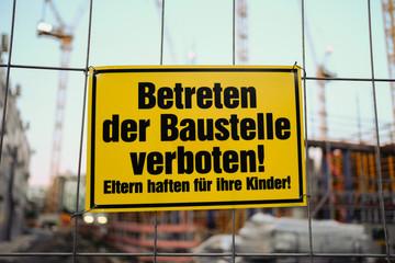 Betreten der Baustelle verboten - Eltern haften für ihre Kinder