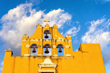 Fototapete - Yellow Church in Campeche