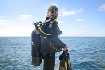Scuba diver looking the horizon