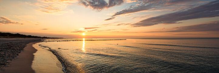 Wall Mural - Sonnenuntergang an der Ostseeküste