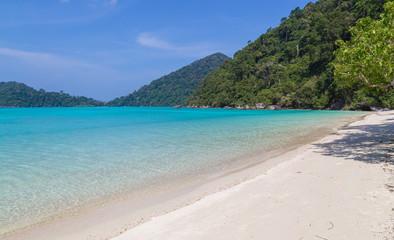 Ko Surin weisser Sandstrand und Türkisblaues Meer Thailand