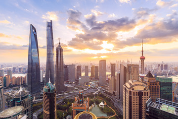 Photo sur Plexiglas Shanghai Shanghai skyline and cityscape at sunset