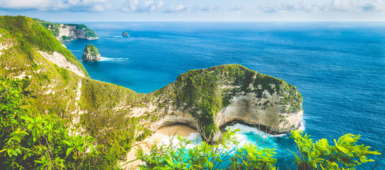 Obraz Karang Dawa, Manta Bay or Kelingking Beach on Nusa Penida Island, Bali, Indonesia - fototapety do salonu