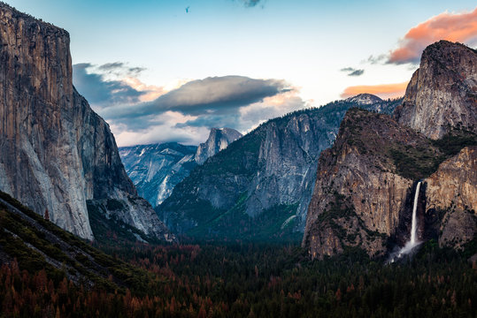 Yosemite Sunset over Tunnel View looking straight down the Valley closer to dusk
