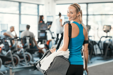 Foto auf AluDibond Fitness Woman with gym bag