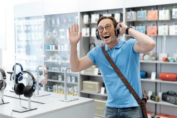 Spoed Foto op Canvas Muziekwinkel Very emotional customer listening to music at electronics store