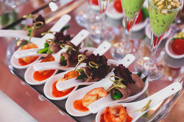 Spoed Fotobehang Voorgerecht Beautifully decorated catering banquet table with different food snacks and appetizers on corporate christmas birthday party event or wedding celebration