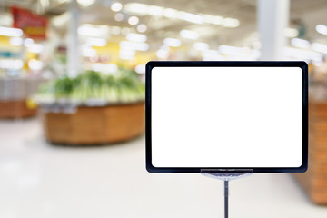Blank price board with fresh food in supermarket