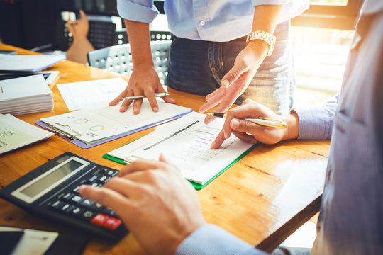 Annual meeting of business colleagues company provides statistical reports on operations such as sales, expenses and profits of companies in concession terms of the government.
