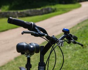 велосипед крупным планом.