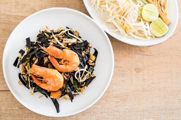 stir-fried black spaghetti with shrimp