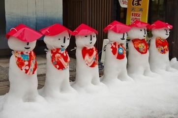 雪像の並ぶ日本の古い街並み