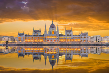 Wall Mural - Hungarian Parliament and the Danube river, Budapest, Hungary