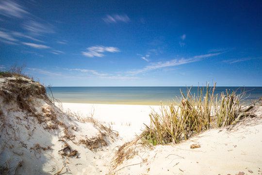 Morze Bałtyckie pusta plaża podczas pandemi COVID-19