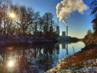 Heizkraftwerk im Winter